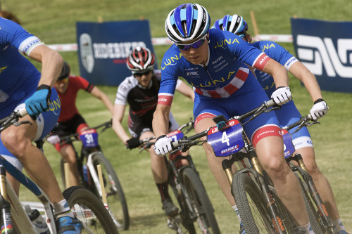 Georgia Gould works with her teammates during the Bonelli Park STXC - photo courtesy of RideBiker Alliance