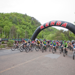 Riders roll out under the giant Kenda arch for the 2016 Cohutta 100. Photo by Sara Kristen/SaraKristen.com