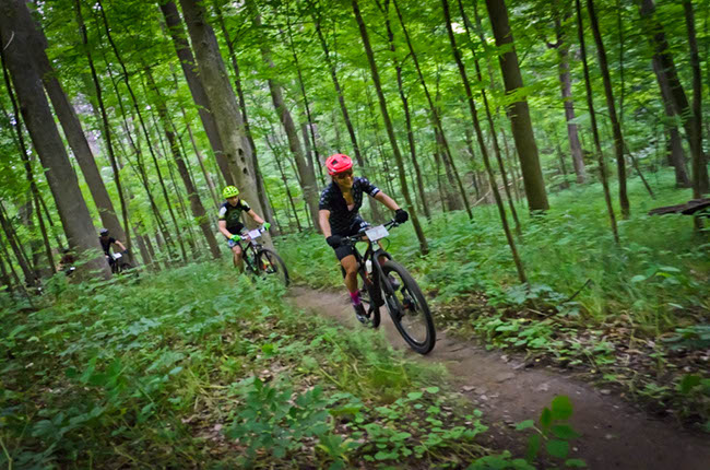 Linda Shin makes her way through the dense forests of Ohio on her way to a race win. Photo by: Butch Phillips Photography